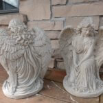 Fancy kneeling Angel round base